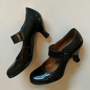 LIKE NEW Sofft Leather Mary Janes